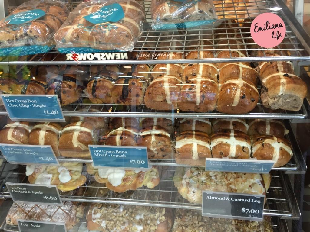 08 hot cross bake delight