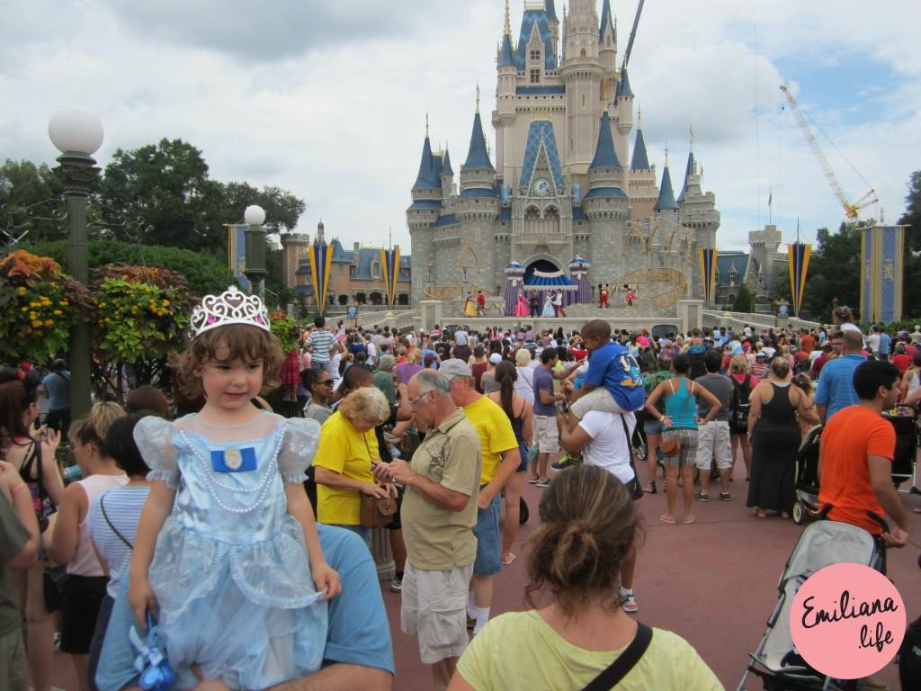 eveline vestida de princesa castelo