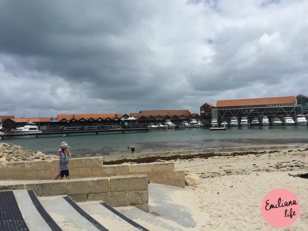 42 praia areia e agua hillarys
